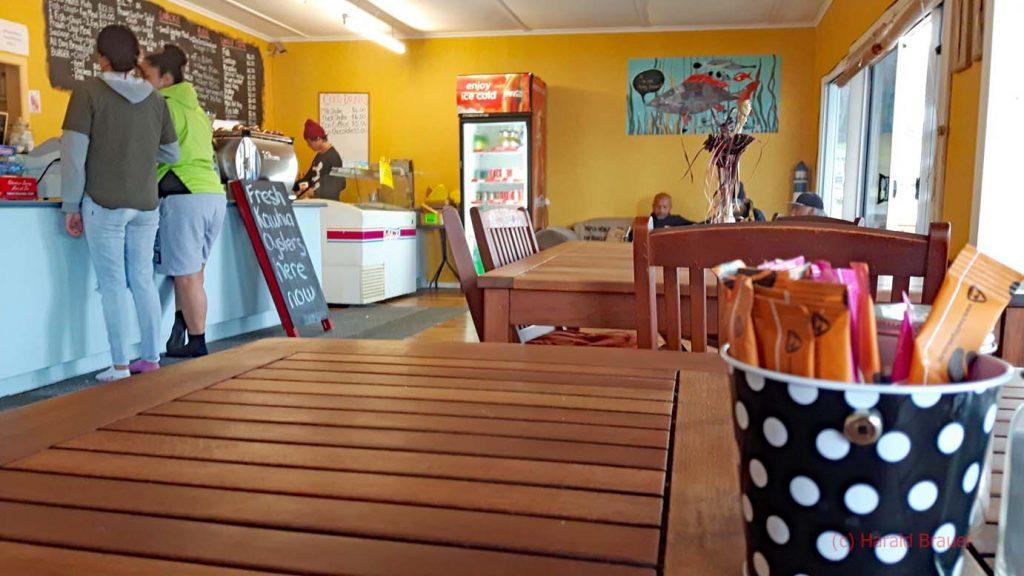 Glücklicherweise hat ein Café geöffnet - Gebackene Austern und Capucino - eine tolle Mischung.