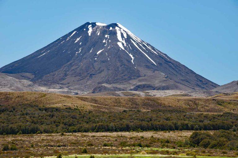 Schneereste auf dem Mt. Ngauruhoe 2 287 m