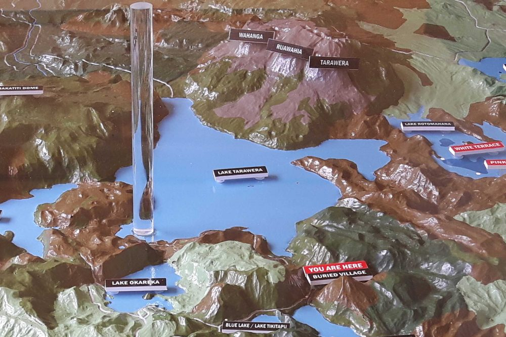 Der Lake und Vulkan Mount Tarawera im Modell