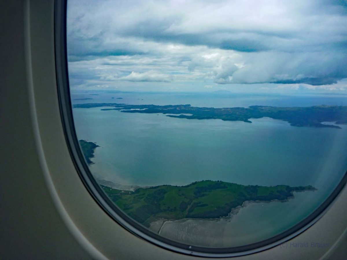 Anflug auf Auckland - Im Land der langen weißen Wolke