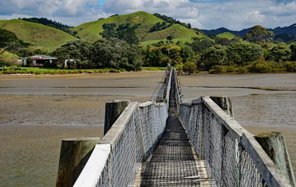 Fußgängerbrücke Whananaki Neuseeland