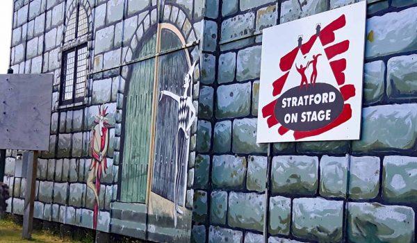 EIn Theater darf in Stratford auch nicht fehlen.